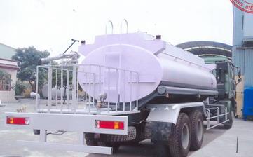 xe phun nước rửa đường 18 khối Howo