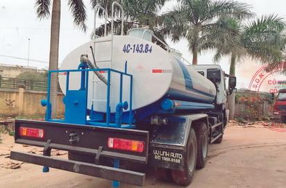 xe phun nước rửa đường 12 khối HOWO