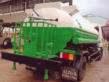 xe phun nước rửa đường 6 khối Hyundai