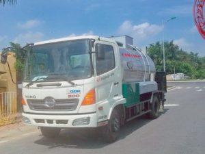 xe phun rải nhựa đường 5 khối HINO FC