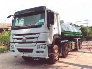 xe phun nước rửa đường 17 khối HOWO