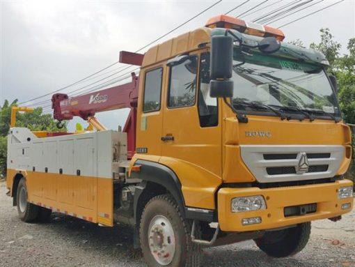 xe cứu hộ giao thông 8 tấn Howo gắn cẩu nâng Unic