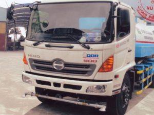 xe phun nước rửa đường 9 khối HINO FG