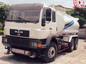 xe phun nước rửa đường 16 khối MAN