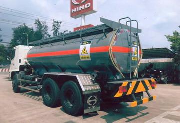 xe chở hóa chất, chở axít H2SO4 10 khối Hino FM