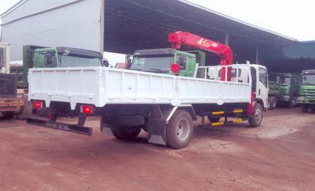 xe tải gắn cẩu Unic 2 tấn JAC HFC1047K4