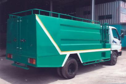 xe phun nước rửa đường 5 khối THACO HD650