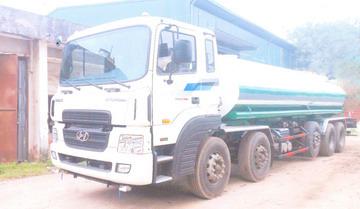 xe phun nước rửa đường 22 khối HYUNDAI HD360
