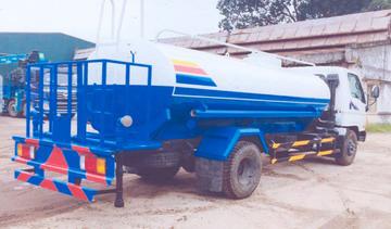 xe phun nước rửa đường 7 khối VEAM HD800