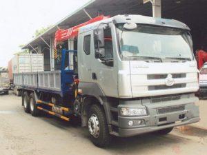 xe tải gắn cẩu Sany 5 tấn Chenglong