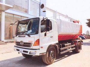 xe chở thức ăn chăn nuôi 14 khối Hino FG