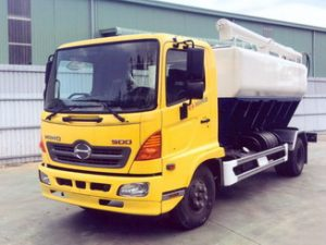 xe chở thức ăn chăn nuôi 9 khối Hino Fc